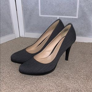 Gray heel shoes